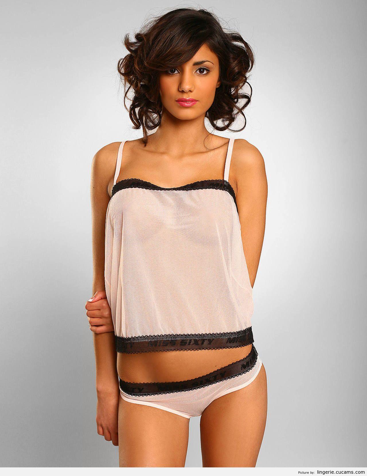 Lingerie Slap Bizarre by lingerie.cucams.com