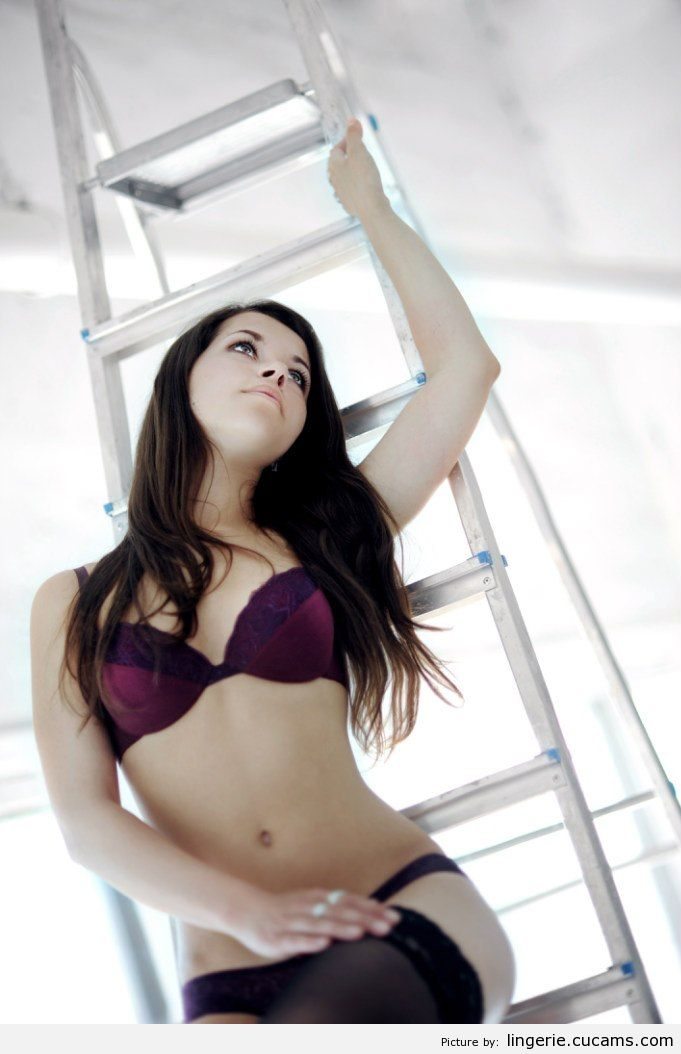 Lingerie Celebrity Posing by lingerie.cucams.com